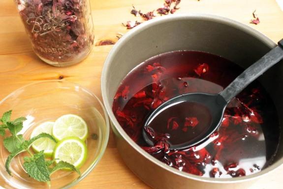 How to Make Jamaica (Hibiscus Tea)